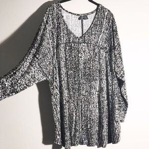 Paraphase Plus Size Black And White Printed Top
